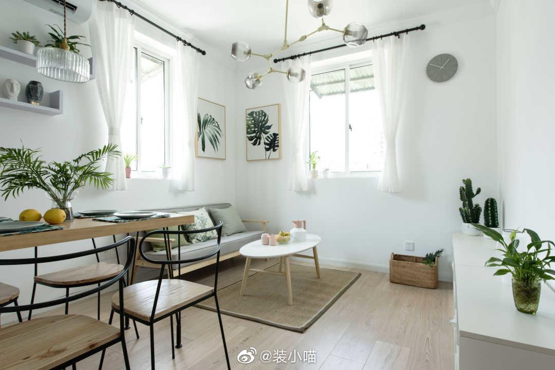 50两室,家具选用原木+白色,在局部细节地方带入东方元素