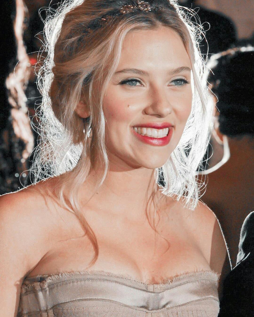2008年Met Gala上演绎裸色长裙的斯嘉丽·约翰逊