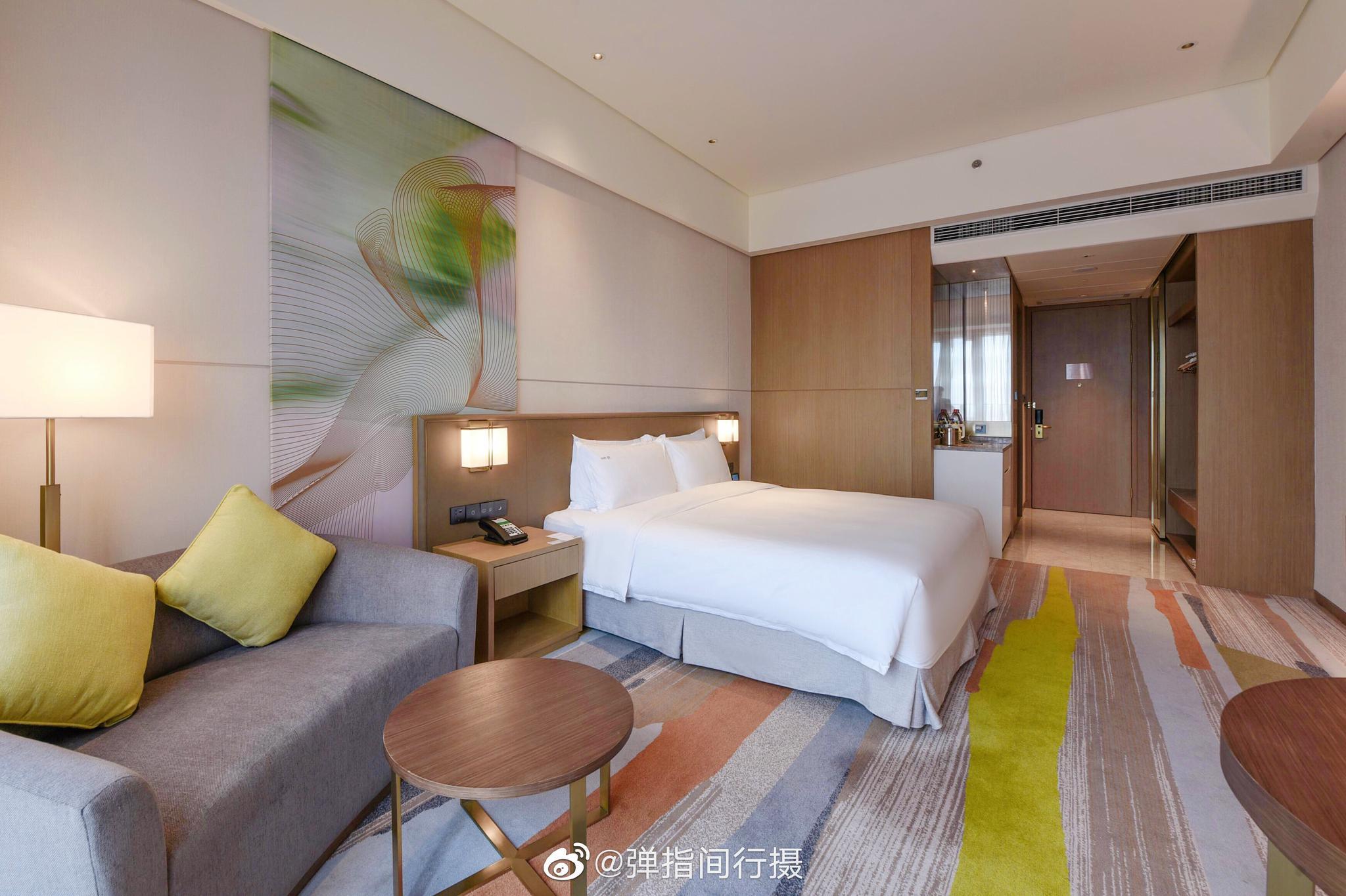 洲际酒店集团旗下的顺德保利假日酒店位于佛山顺德伦教城区