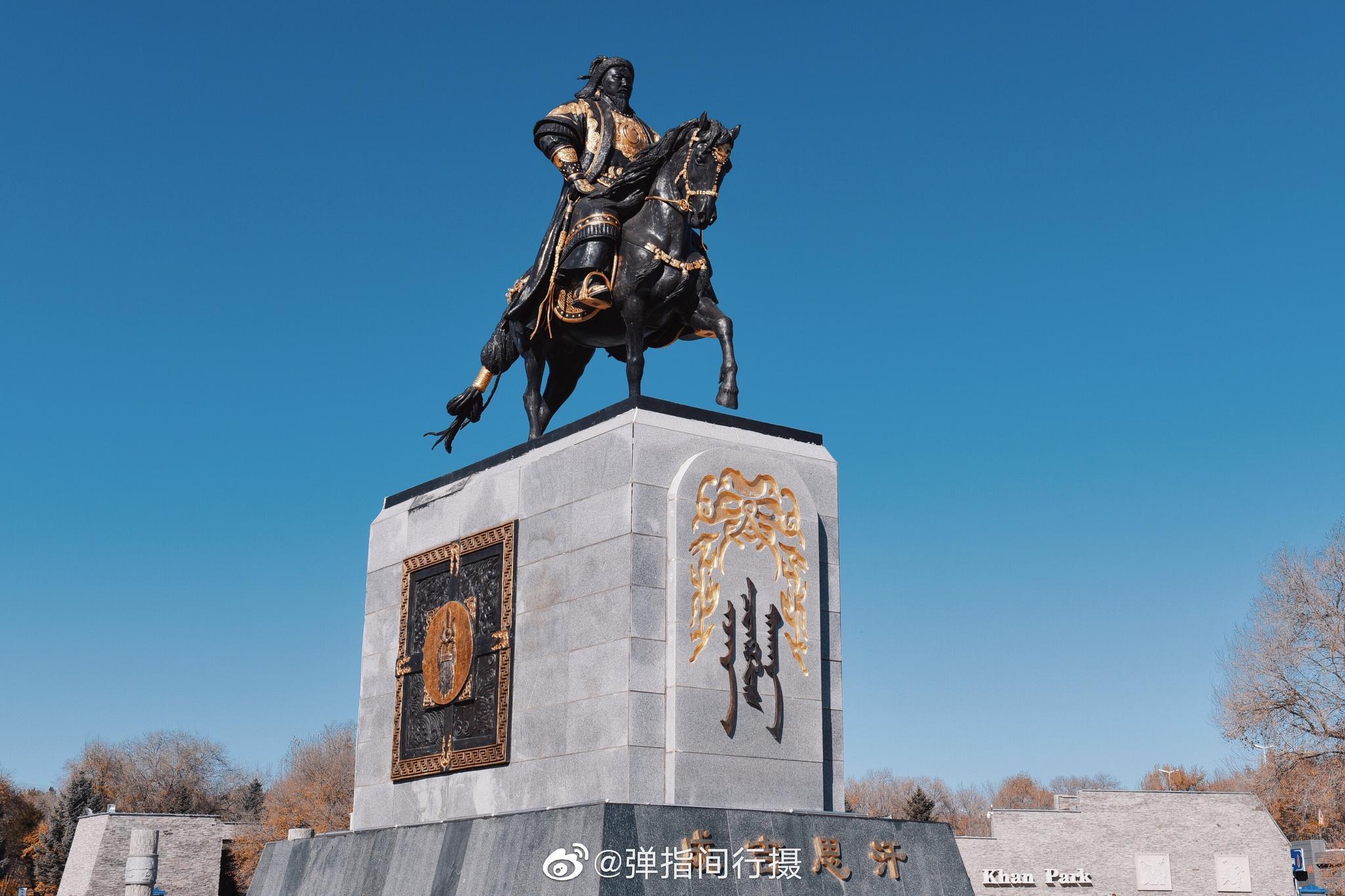 在内蒙古兴安盟乌兰浩特市区的罕山之巅,坐落着一座成吉思汗庙