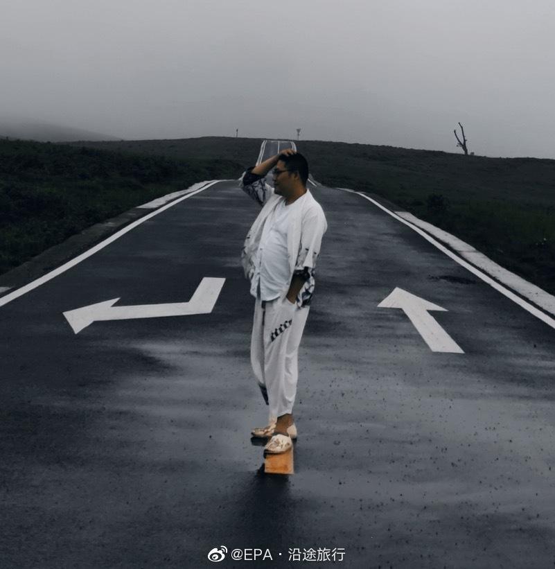 阿西里西草原位于毕节市贺章县,行走在这片高海拔的草原之上