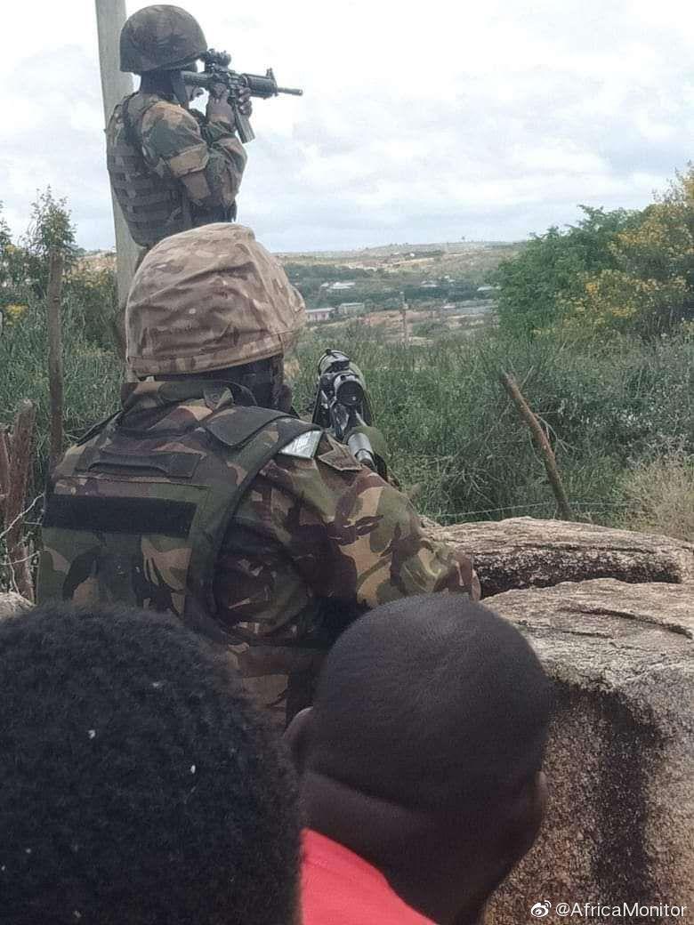 肯尼亚国防军与埃塞俄比亚地方武装在肯埃边境小镇Moyale开火对峙。
