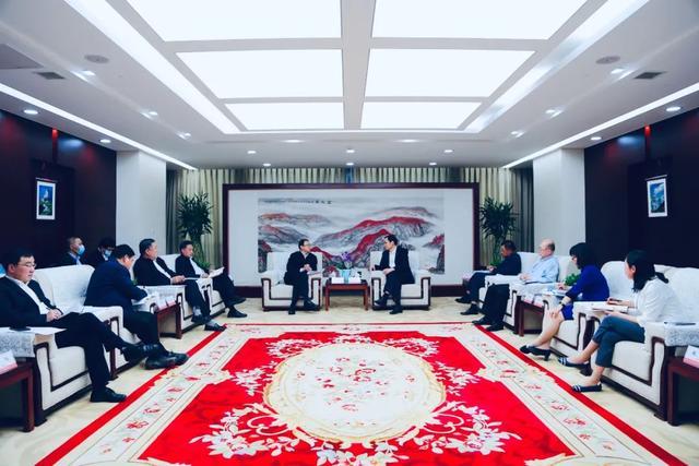 河北省委常委、唐山市委书记张古江访问中国建材集团