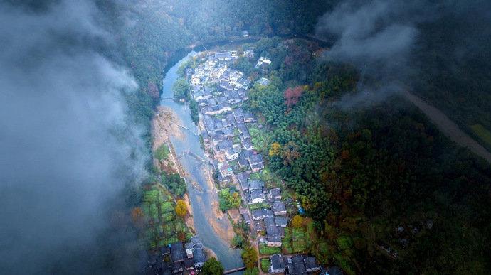 江西•瑶里古镇,这里有的是安安静静的徽派老建筑、山水景色