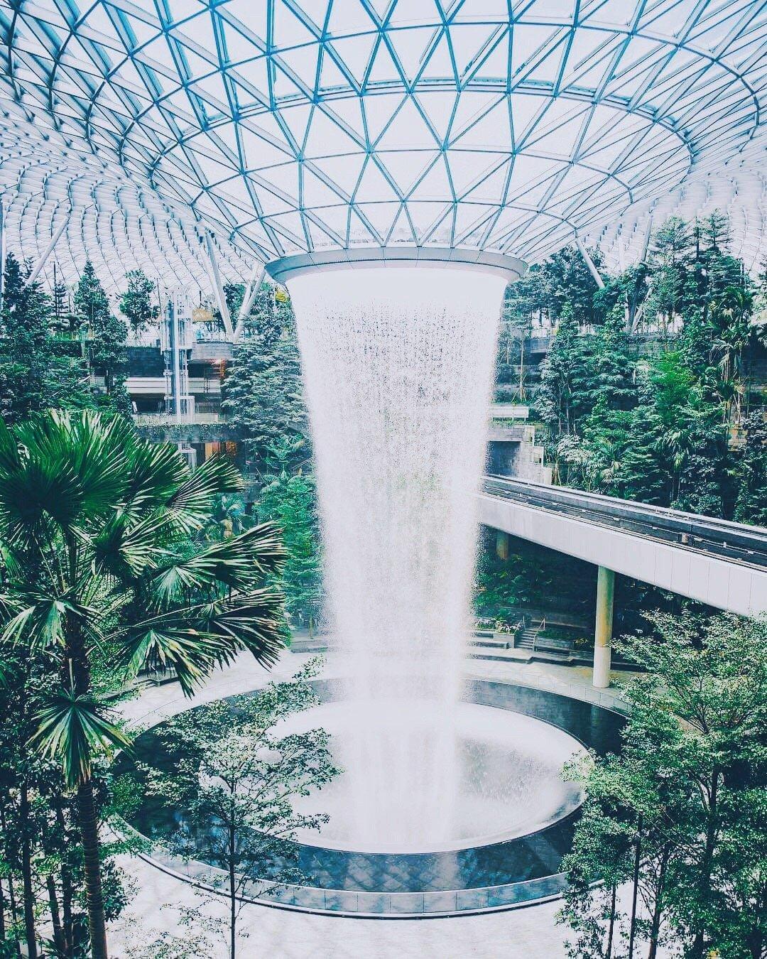 新加坡樟宜机场 | 梦幻的巨大人工瀑布!