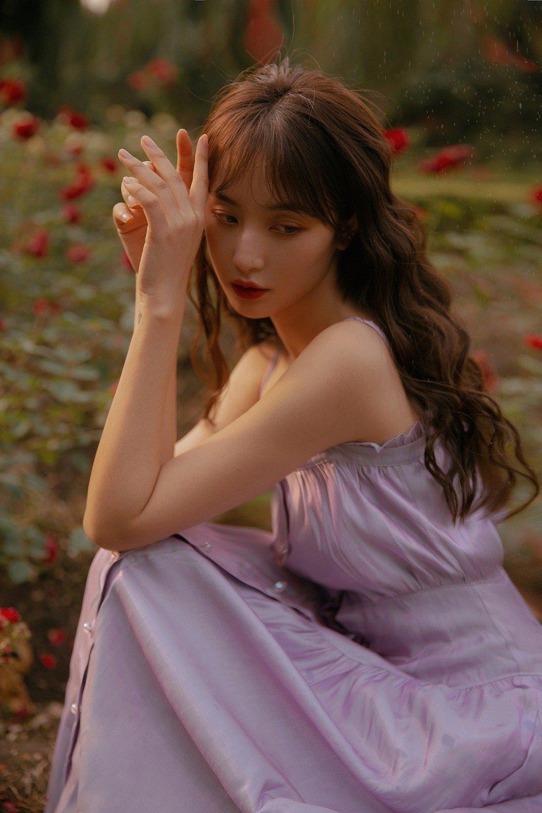记录了一个玫瑰免费的午后出镜@_输赢_ 摄影@杨雨薇Mier
