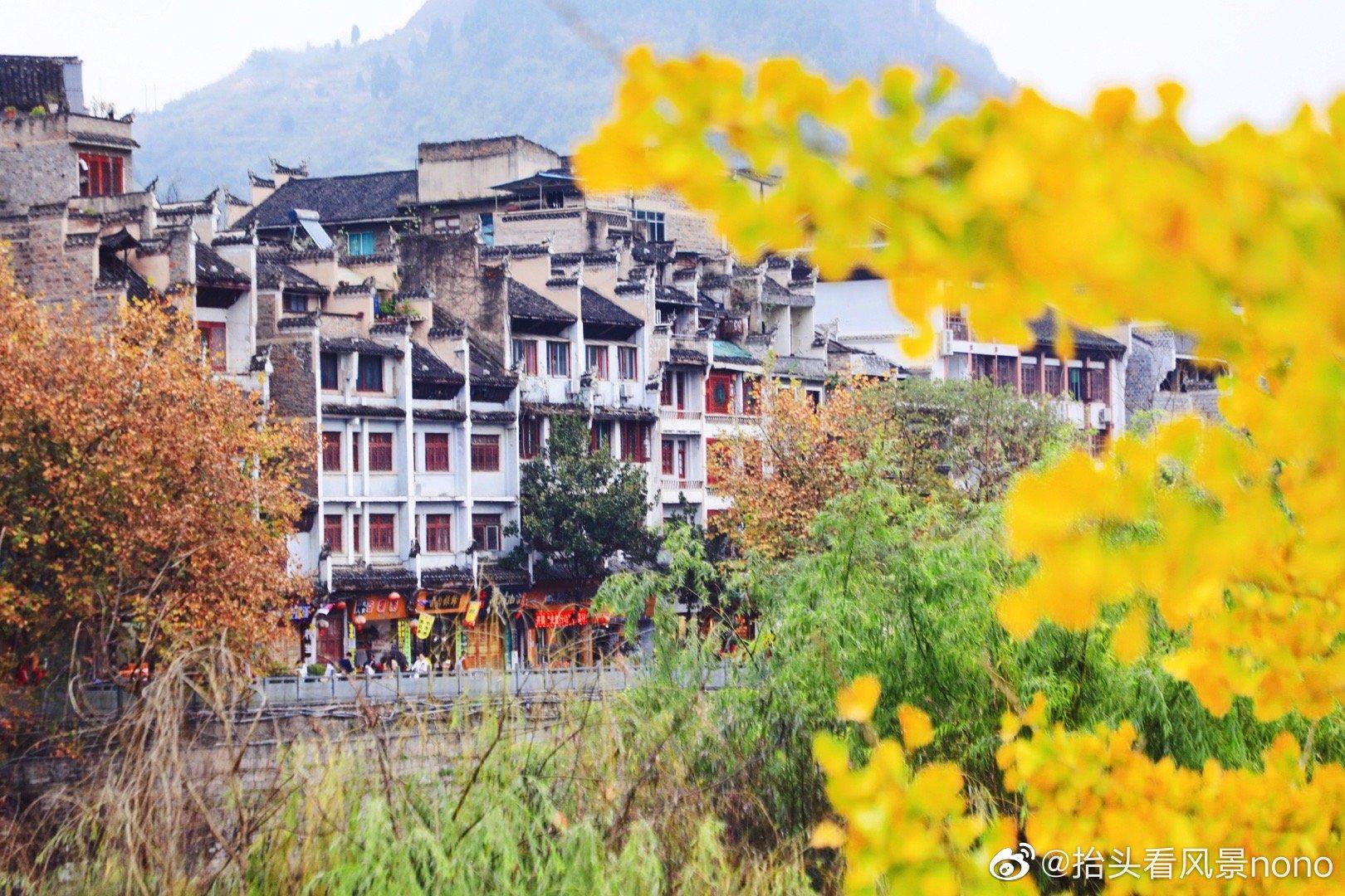 贵州,镇远古镇。秋末冬初,淡淡的秋色,舞阳河静静的流过