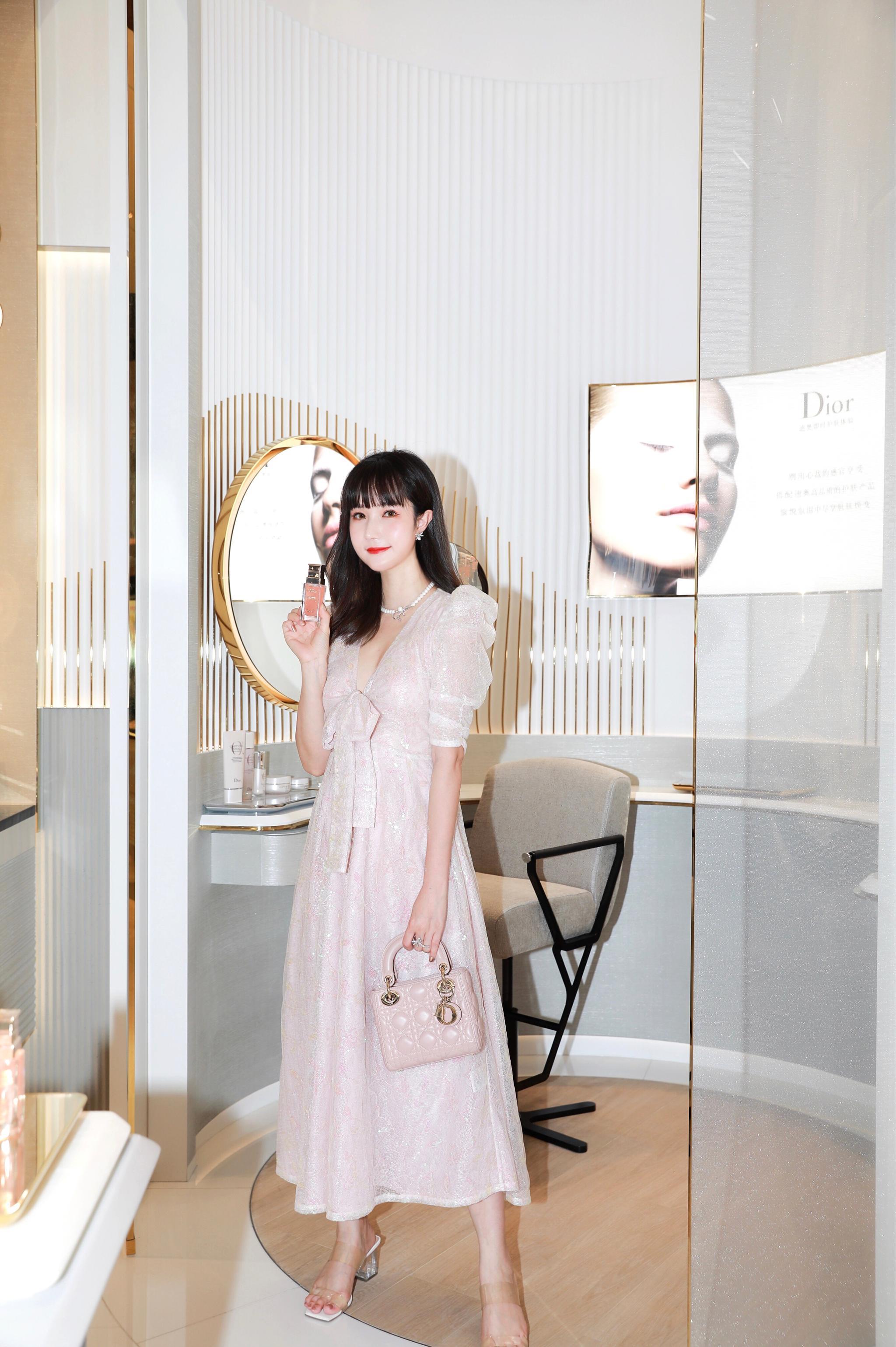 DIOR迪奥杭州大悦城香氛彩妆概念精品店来啦,足足有130㎡