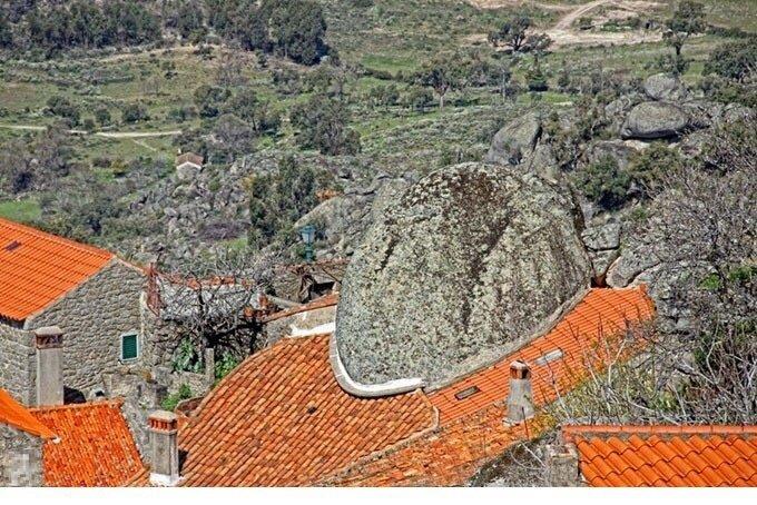 葡萄牙一个奇特的小镇,里面的建筑风格迥异