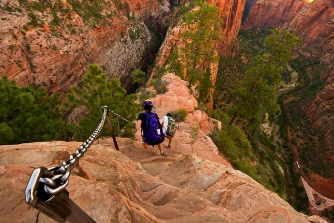 据说是全球最可怕的景点楼梯,游人被吓得两腿发软