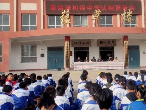 少年强则国强——景泰县公安局民警深入草窝滩初级中学开展法制、交通安全教育报告会
