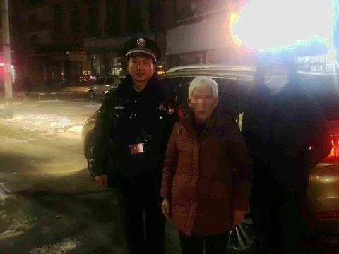 山丹公安:外地痴呆老人迷路 民警根据纸片帮助找到家人