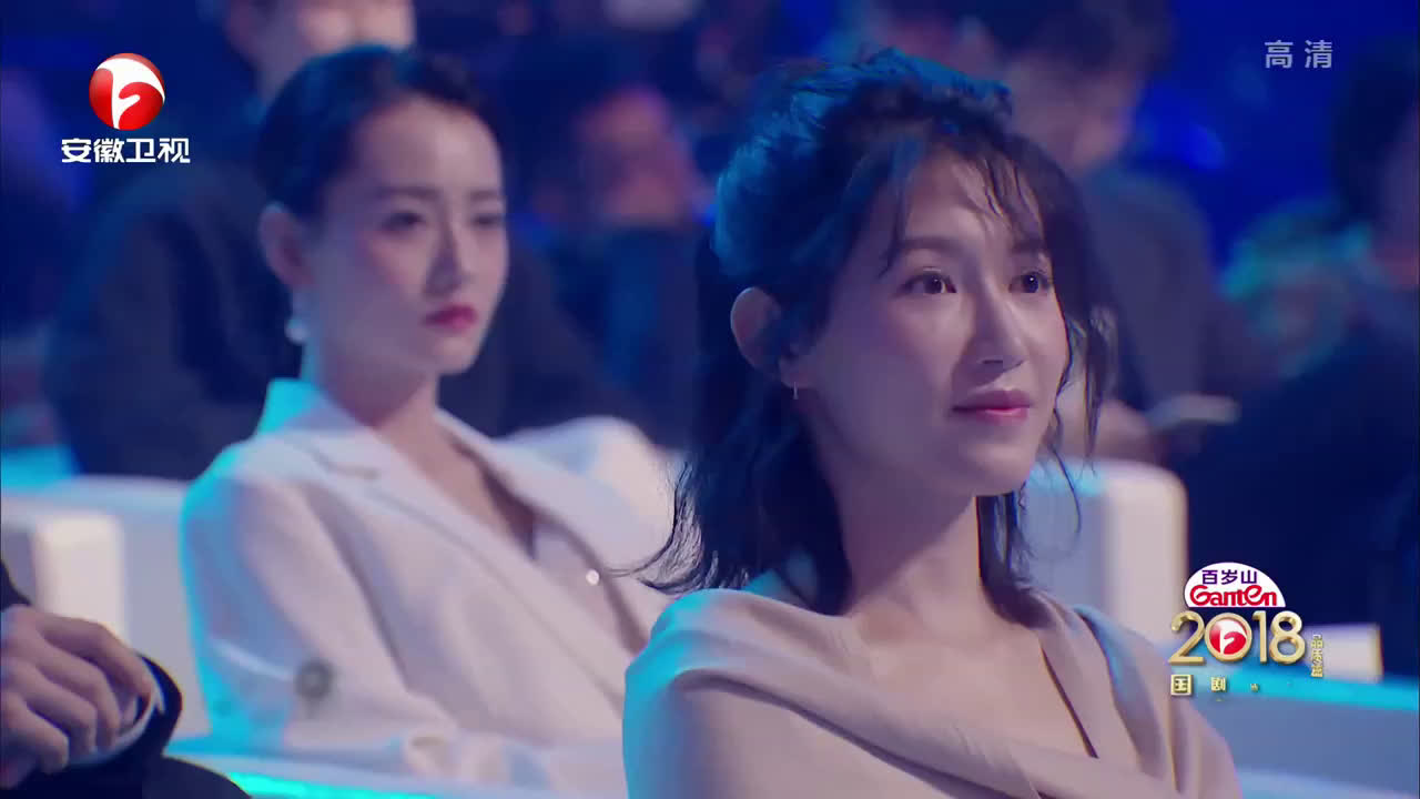 表演嘉宾:郁可唯 表演曲目《雪落下的声音》mix京剧版《红颜劫》