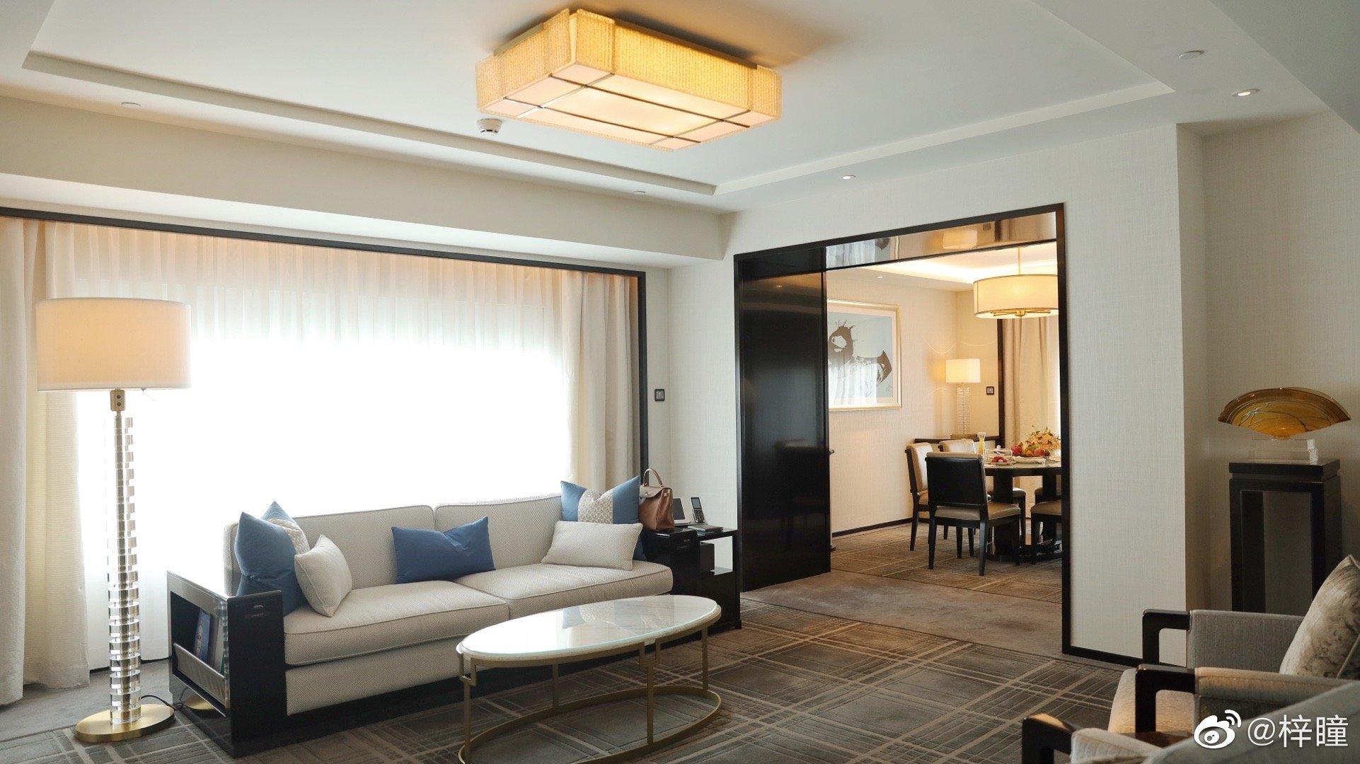 周末入住了充满东方色彩的王府半岛酒店。话说