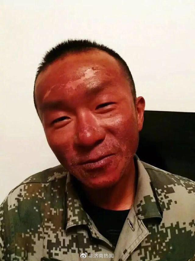 这是一组西藏军人的图片,雪线之上的勇士……海拔再高绝不辱使命