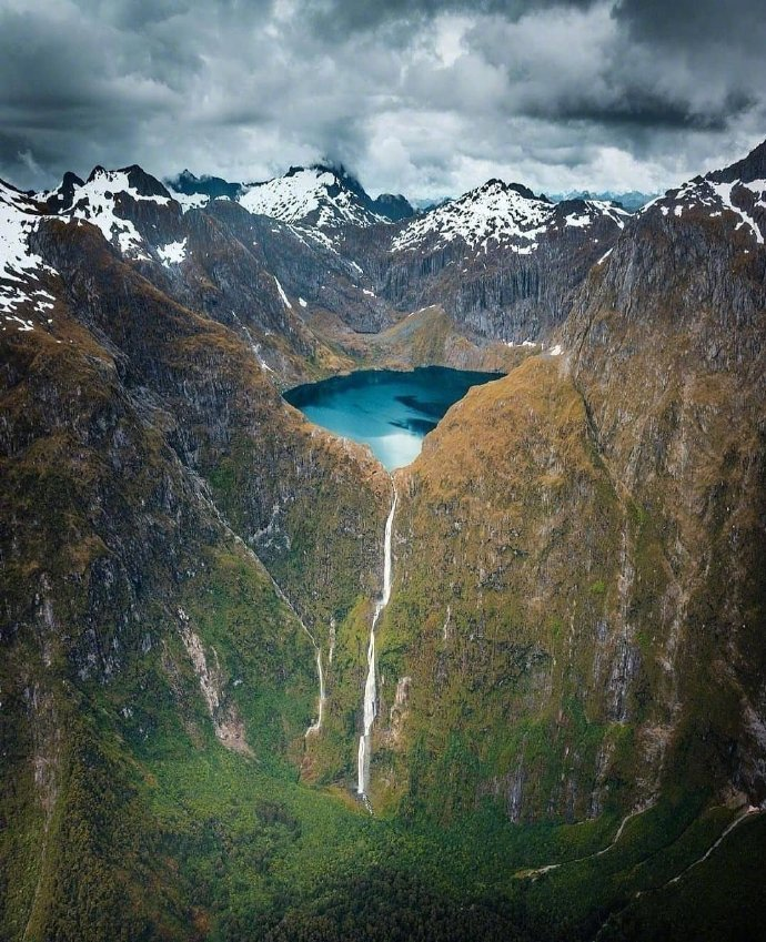 新西兰 奎尔湖米尔福德峡湾中的高山湖泊,太惊艳了吧