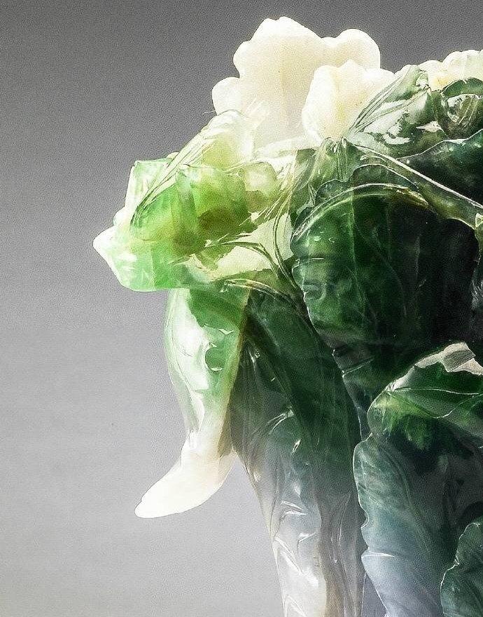 翡翠白菜,现藏于台北故宫。此件作品原置于北京紫禁城的永和宫