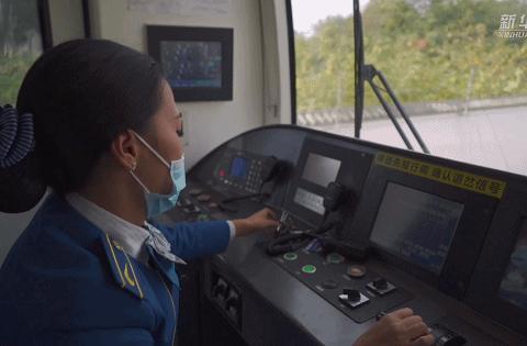 改变的命运   中国第一位藏族女地铁司机