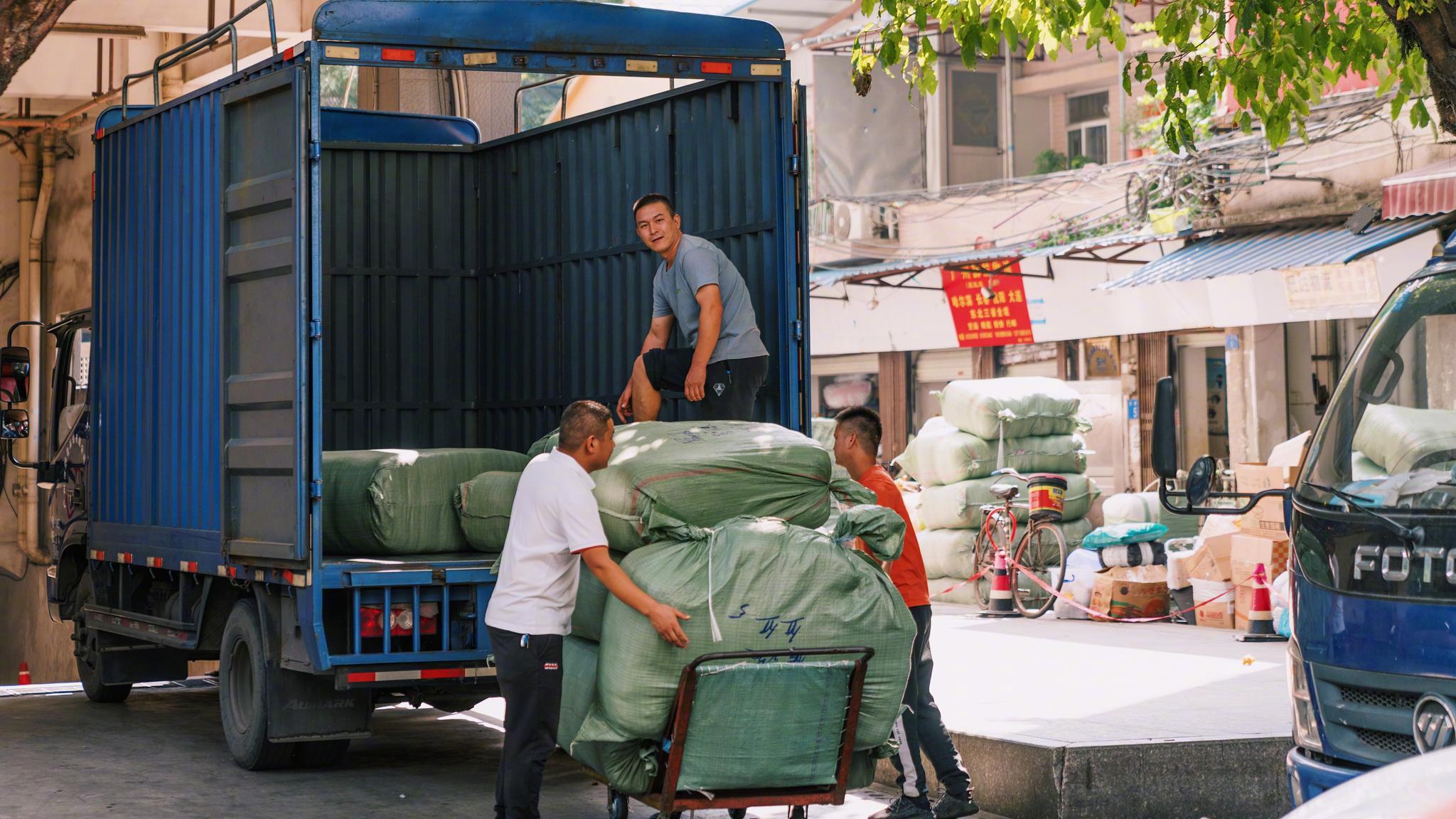 劳动,生活在广州。