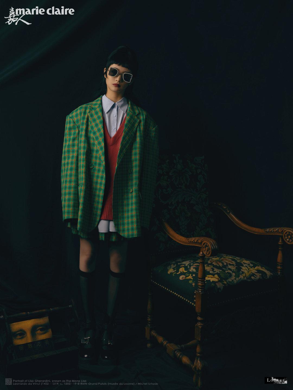 拥有复古洋娃娃长相的@周洁琼_OFFICIAL 与嘉人合作卢浮宫系列大片