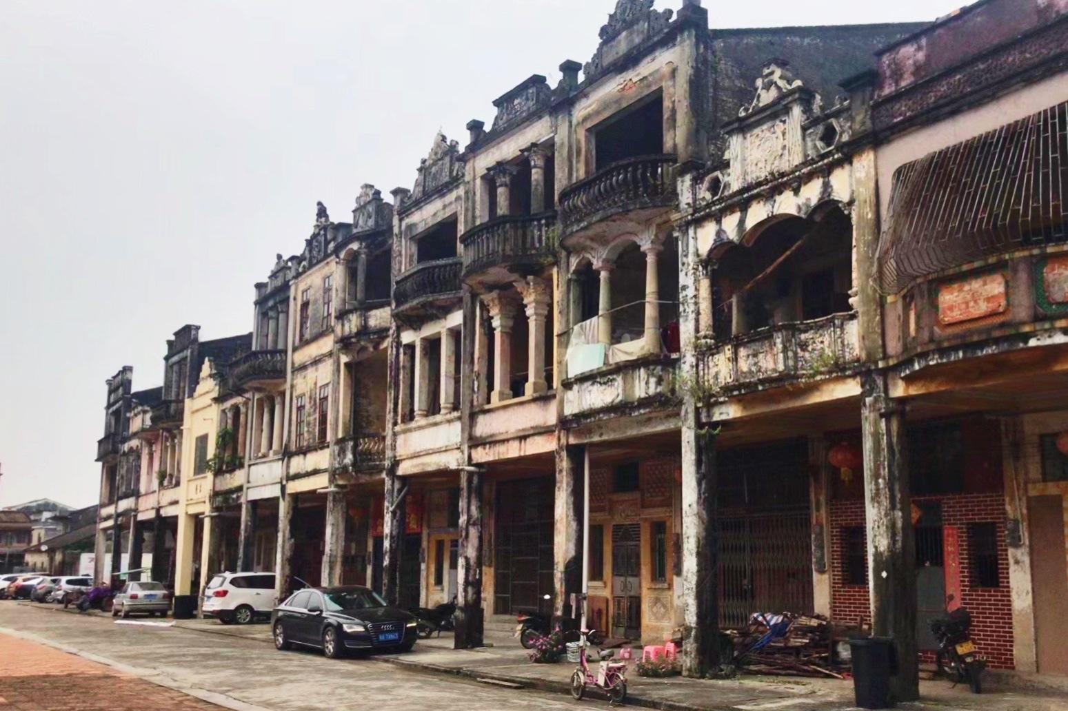 梅家大院(即汀江圩华侨建筑群)位于广东省台山市端芬镇大同河畔