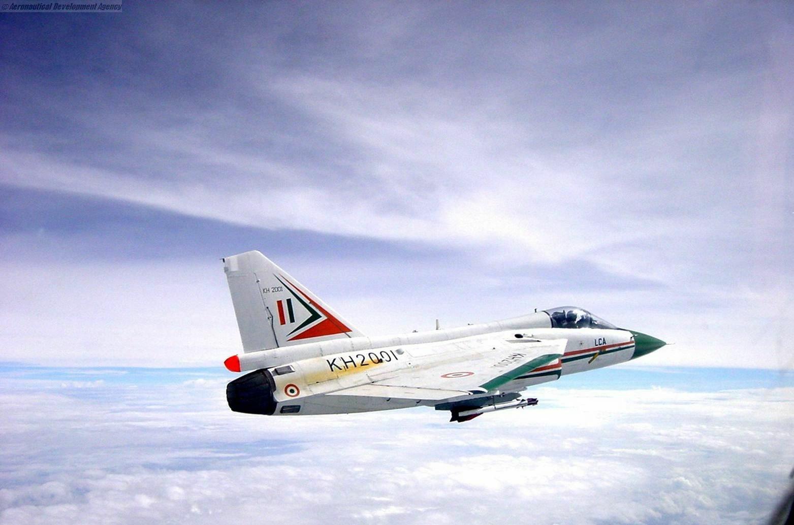 """LCA""""光辉""""战斗机的16架原型机"""
