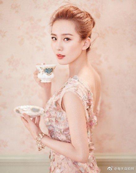 刘诗诗 《瑞丽伊人风尚》杂志9月刊封面 除了美我还能说什么呢!