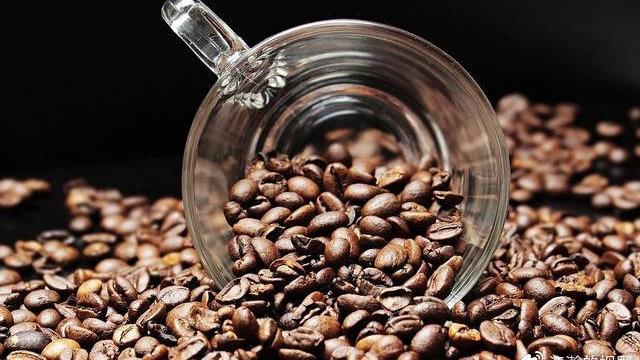 从农夫山泉到可口可乐,咖啡为何会成为各大巨头抢夺的香饽饽?