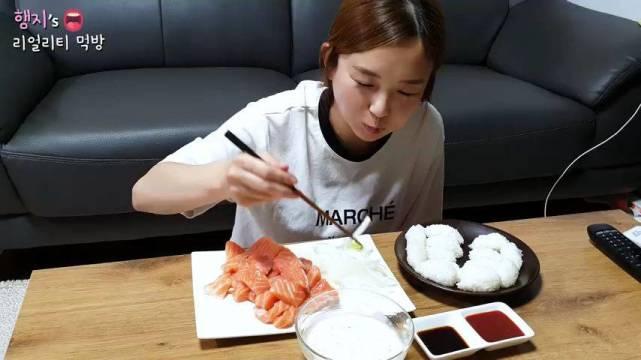 韩国吃播Hamzy公开辱华道歉后转头再次内涵,公司发声明解约