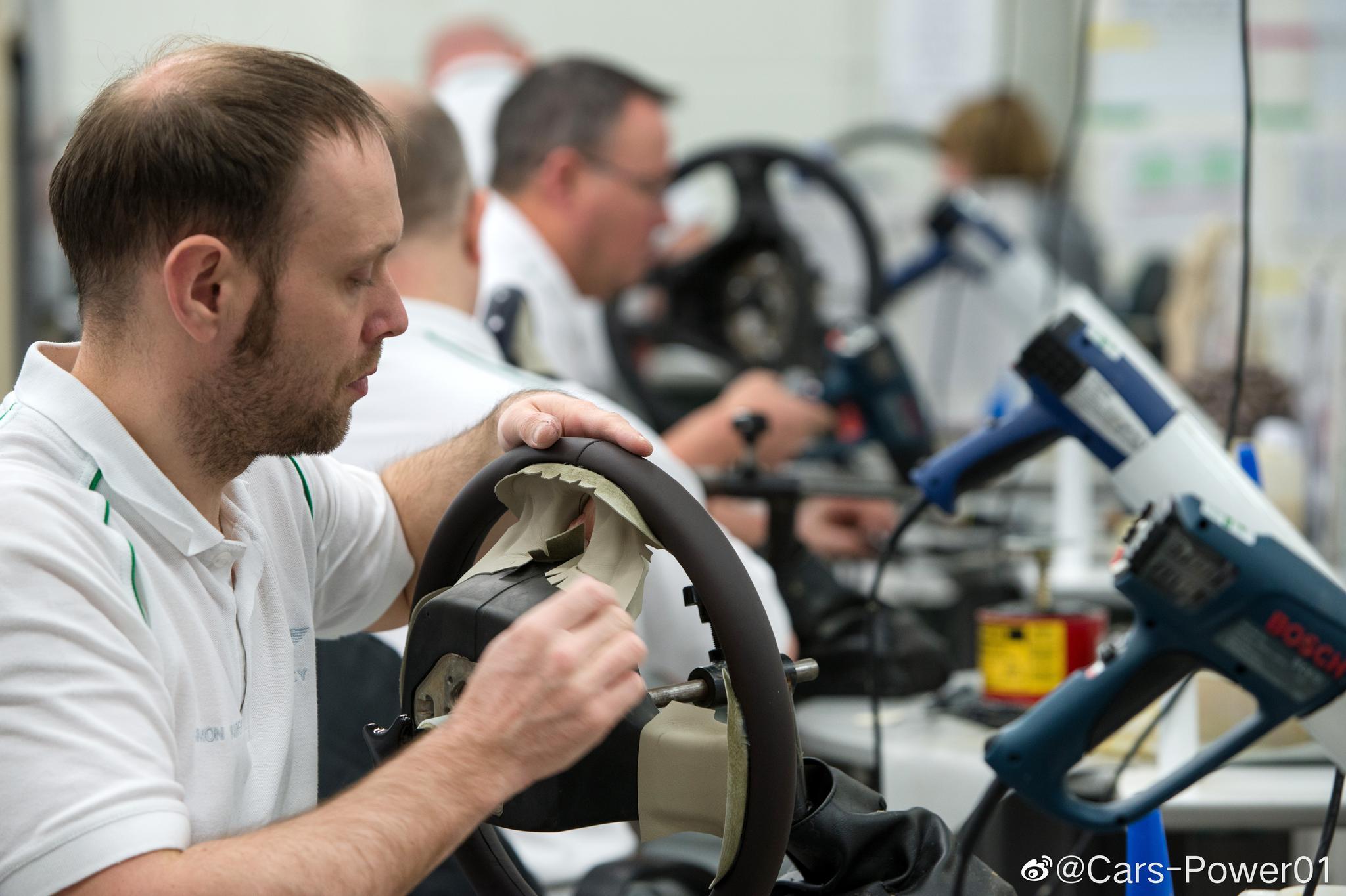 高清组图宾利皮革工厂1月薪五六千镑的老外一点点给你缝你说这车它