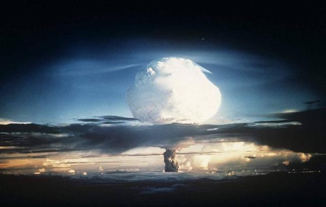 苏联第一颗氢弹才40万吨当量,为何中国直接达到330万吨?