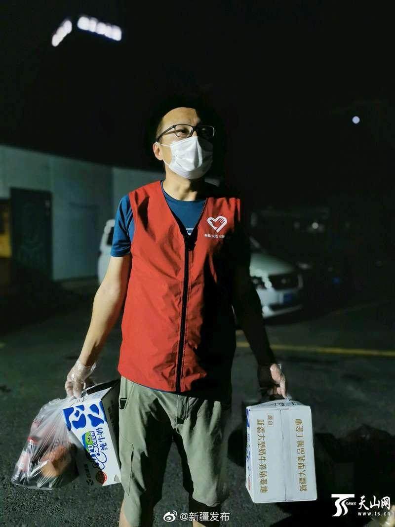 党员志愿者陈志辉:为54户居民做好后勤保障