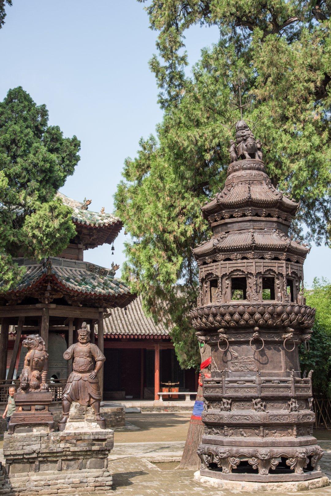 山西运城解州关帝庙,有两座保存完整的明代铁质焚炉