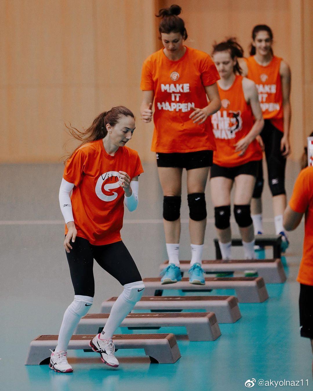 土耳其伊萨奇巴希女排俱乐部训练备战新赛季。