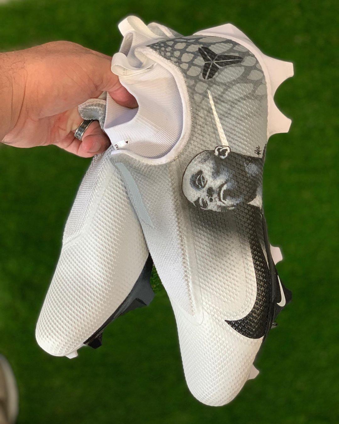 超级碗巨人队冠军成员定制球鞋致敬黑曼巴科比以及黑豹博斯曼🖤 科