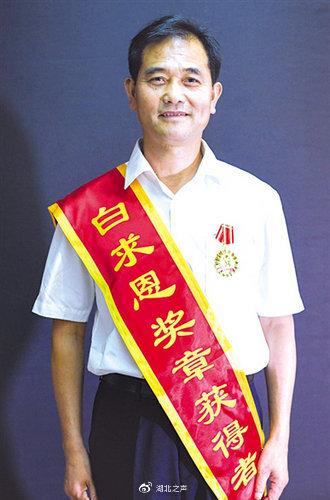 十堰市竹山县:党员榜样带头 村民合力战疫
