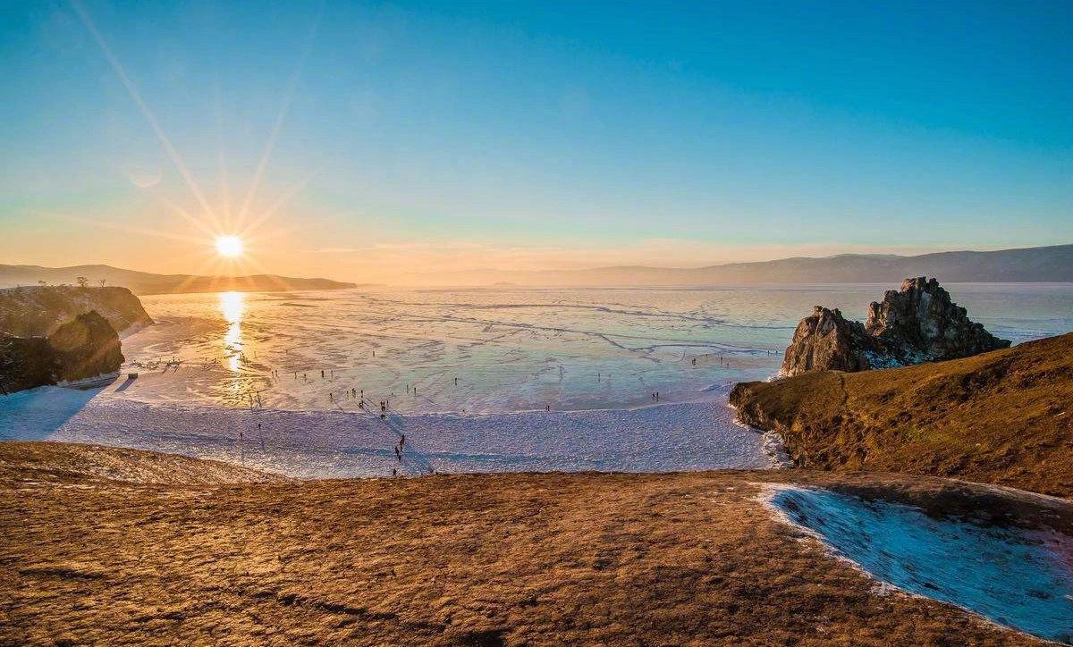 夏季的贝加尔湖,清凉、纯净而浪漫,如同仲夏夜之梦里的精灵。