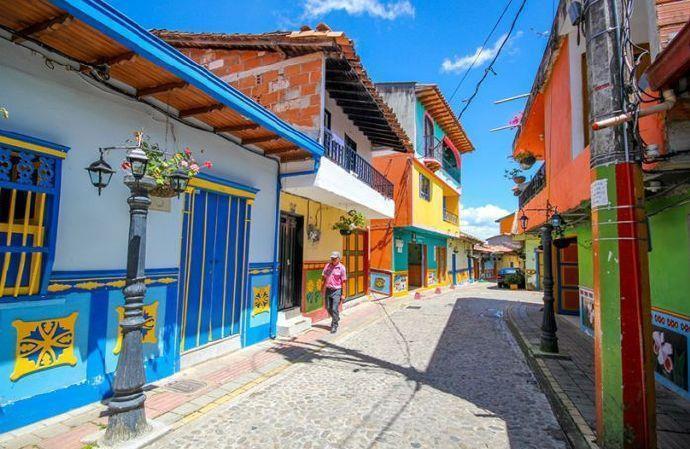 哥伦比亚小镇瓜塔佩   一个七彩缤纷五颜六色的世界!