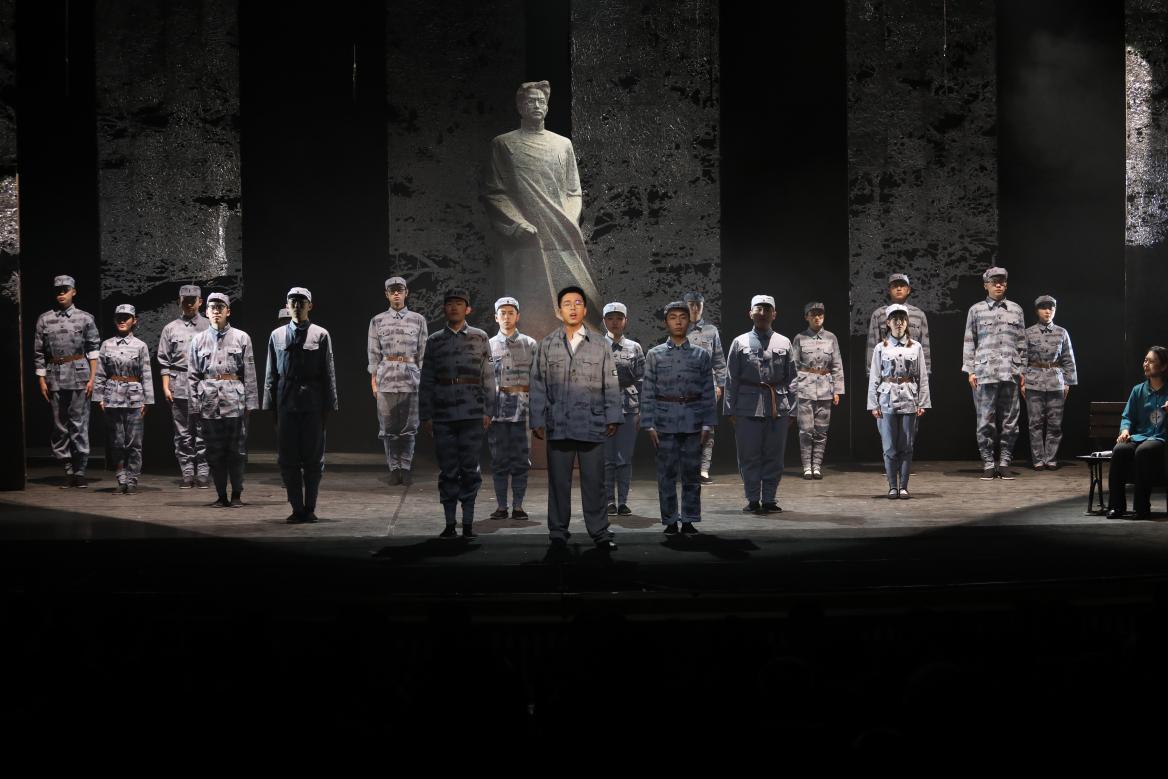 北京邮电大学原创舞台剧《寻找李白》首演 缅怀革命烈士李白