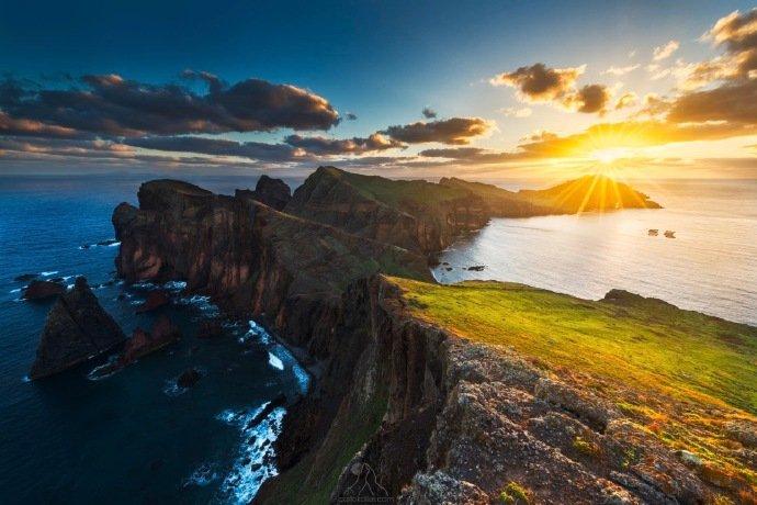 马德拉群岛,位于葡萄牙首都里斯本西南约1000千米,风光迷人