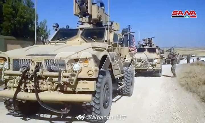 叙利亚政府军设置的路障在曼萨夫·塔哈尼村拦截了一个美国装甲车车队