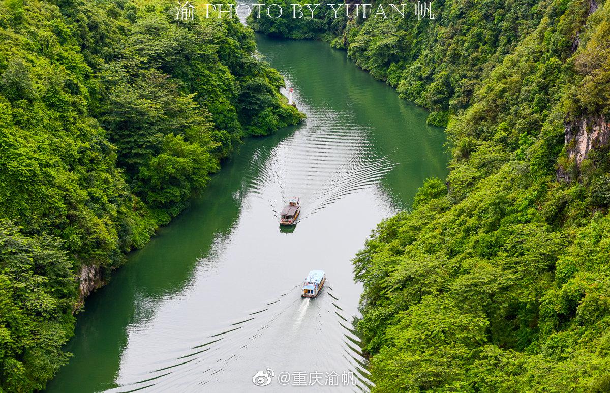 湟川三峡,位于广东清远连州市的北江上,这里河道险窄,崖壁奇异