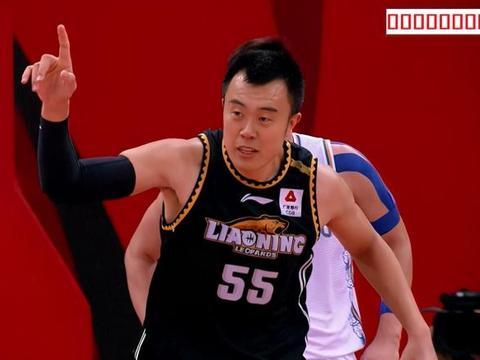 4连胜!辽宁狂胜23个篮板,团队辽宁太可怕,李楠输球不输阵