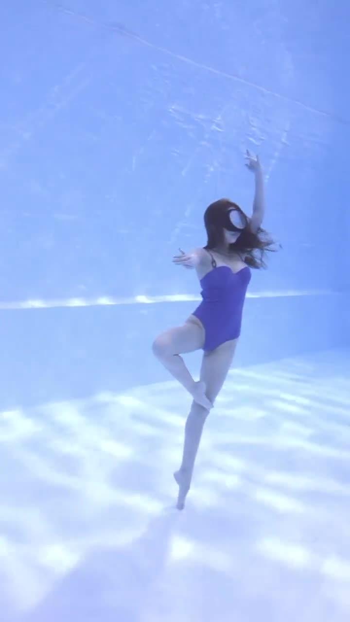 两个小姐姐水下双人舞,真的太美啦!