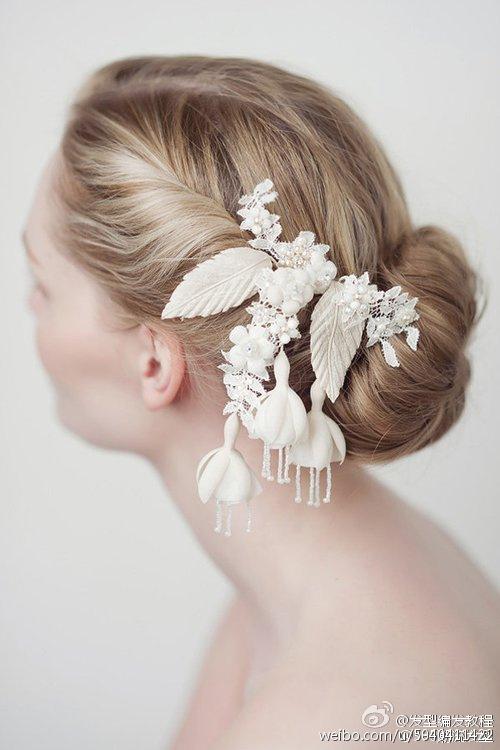 收集了几款漂亮的新娘发型,喜欢的话赶紧收藏吧! (╰_╯)