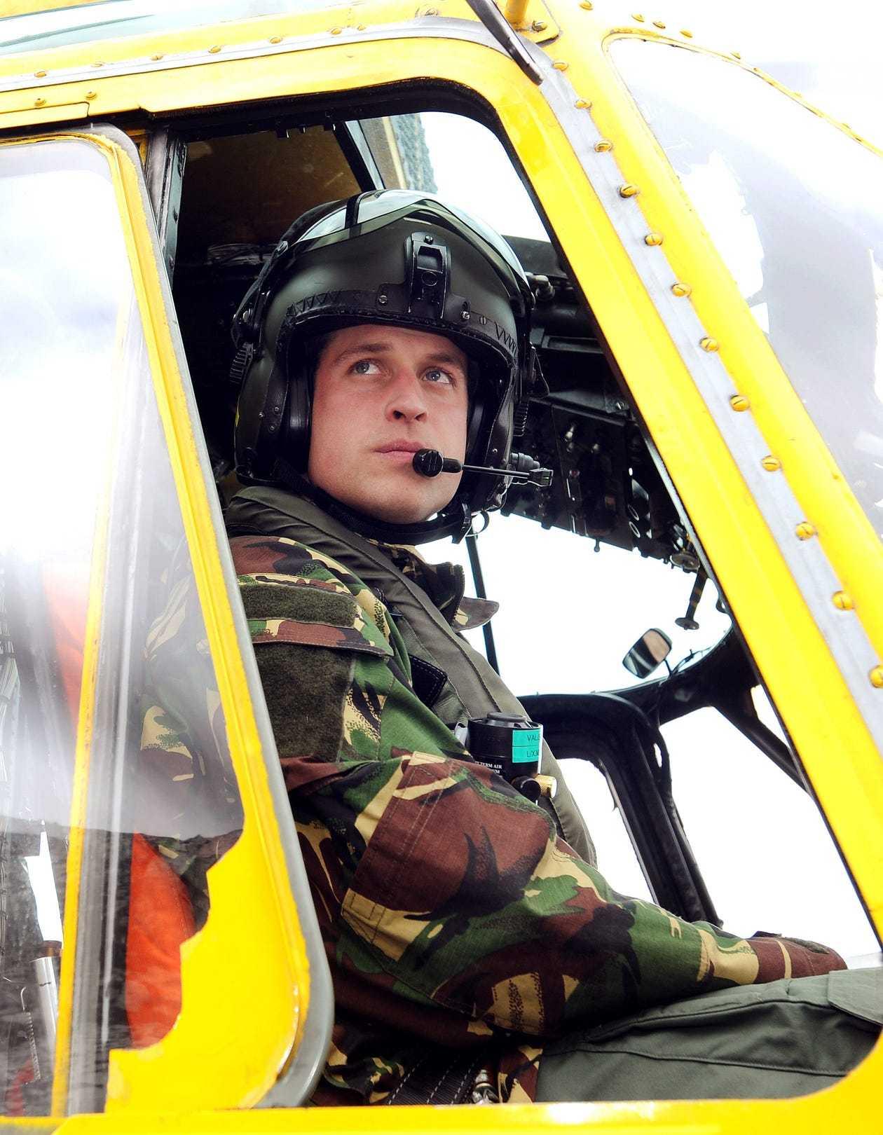 威廉王子本来就是在RAF飞搜救直升机的,从老头到小姑娘都救过