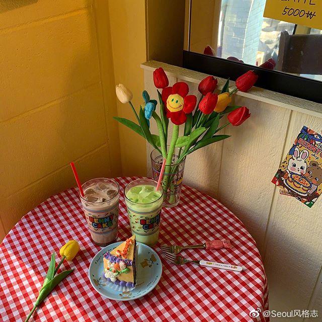 弘大超有童心的蛋糕店Benny Cake 小小的宝藏店铺以红黄蓝为基本色调