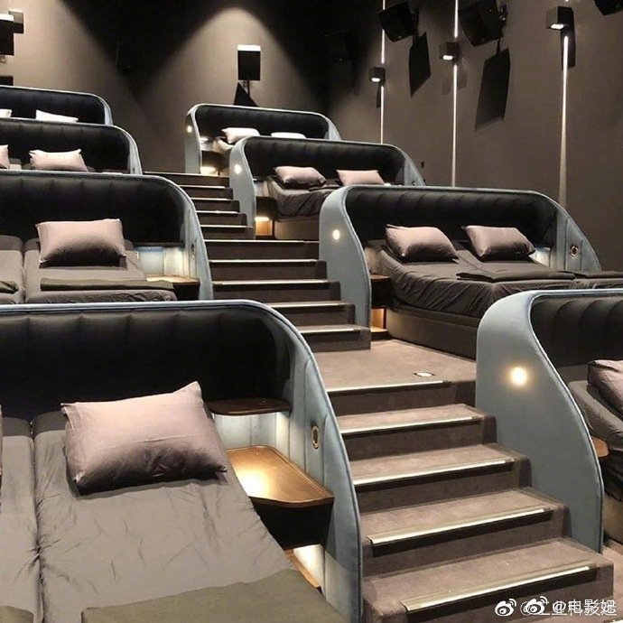 卧铺电影院你会和朋友一起看大片吗?