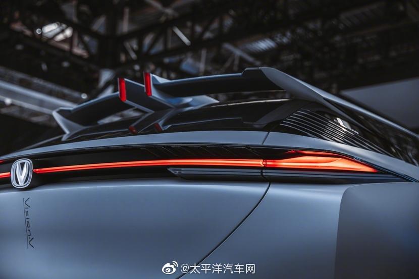 今年北京车展,长安汽车亮相了高端序列UNI概念车Vision V