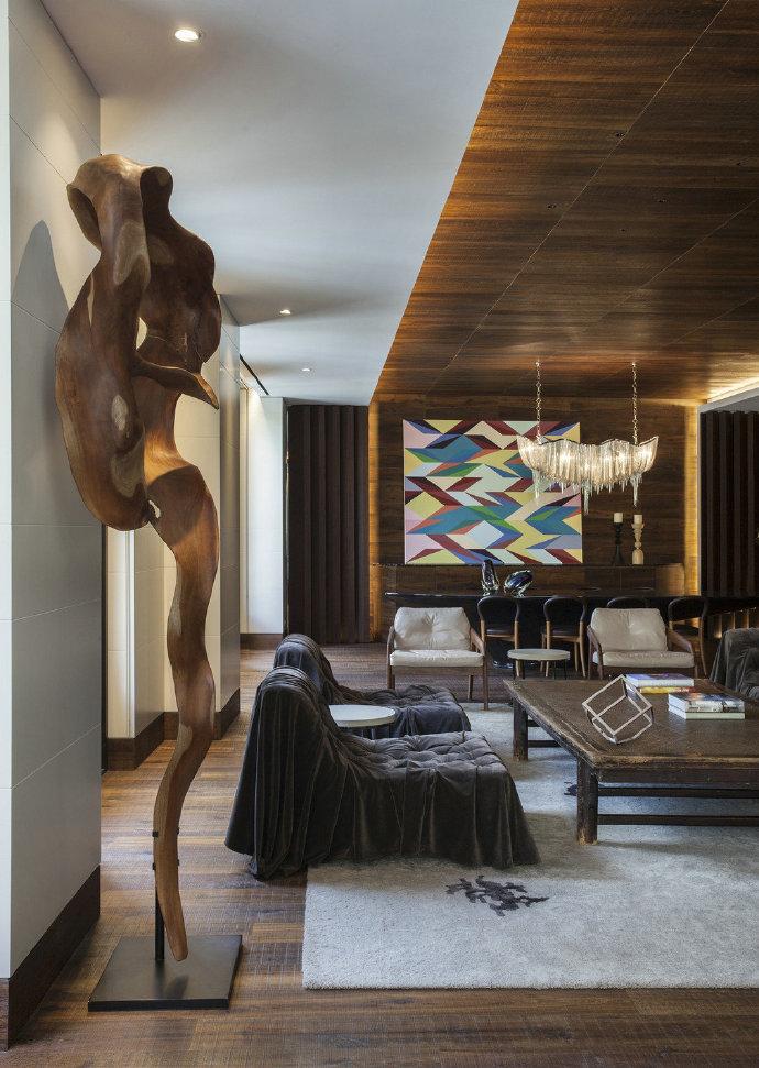 巴塞罗那公寓这个公寓的灵感来自于充满文化的巴塞罗那生活和高端时
